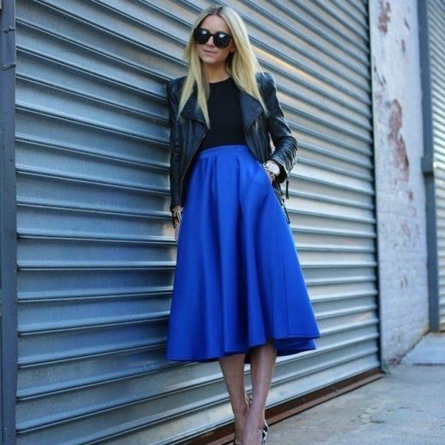 синяя юбка с черной курткой