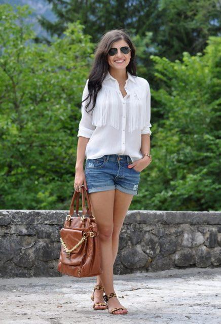 белая блузка с шортами