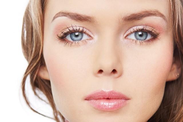 Макияж для голубых глаз и светлых волос: пошаговая инструкция (фото, видео)
