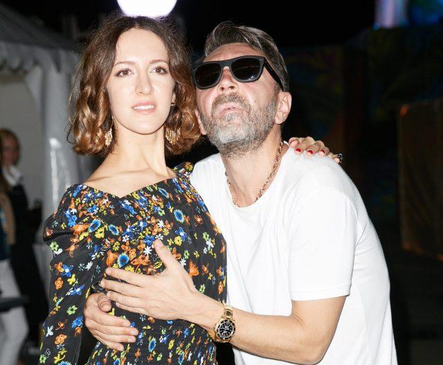 Сергей Шнуров официально развелся с женой
