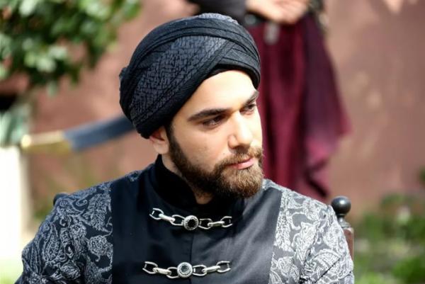 Кадир Догулу - биография турецкого актера