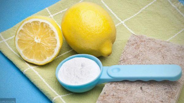 Способы вывести желтые пятна от пота на белой одежде
