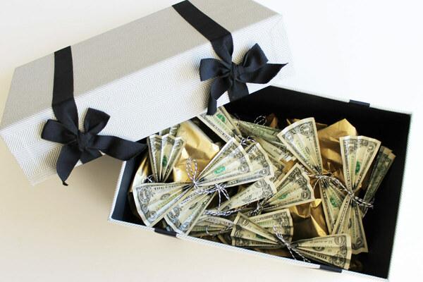 Что недорогое и оригинальное подарить коллегам на 23 февраля