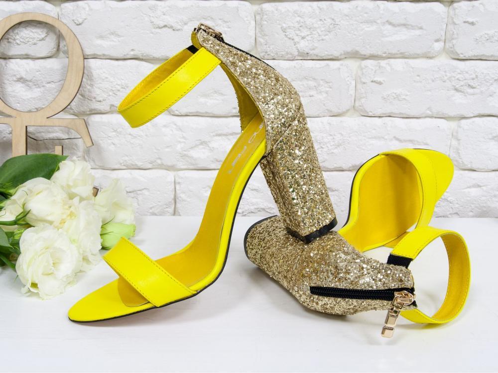 ярко-желтые и золотистые босоножки